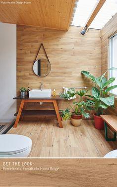 Porcelanato Biancogres | 3 banheiros com pisos que imitam madeira