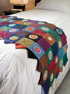 Point here is just make those Mini Quilts like they have randomly draped on hotel beds to easily update decor. And lots quicker to get out into the home to enjoy.