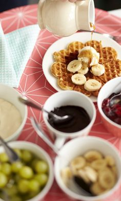 Rapeat vohvelit helposti – katso resepti! | Meillä kotona Gourmet Recipes, Sweet Recipes, Cooking Recipes, Finnish Recipes, Chocolate Fondue, Food Styling, Waffles, Pancakes, Deserts