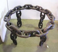anchor chain table base--Daddy would love that Metal Art Projects, Welding Projects, Welding Crafts, Metal Crafts, Metal Furniture, Industrial Furniture, Car Furniture, Industrial Dining, Furniture Removal