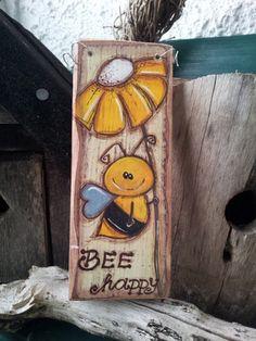 """Shabby chic door sign """"bee happy"""" - The Best Garden Decoration Wooden Door Signs, Diy Wood Signs, Wooden Doors, Arte Pallet, Pallet Art, Tole Painting, Painting On Wood, Wood Crafts, Diy And Crafts"""