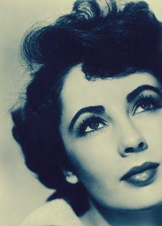 Elizabeth Taylor, so pretty!