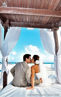 The ultimate wedding awaits you. Destination wedding at Gran Caribe Real Resorts, Cancun, Mexico. We created to exceed the expectations of your dream wedding. Picture courtesy by Cecilia Dumas. #mexico #cancun #beachresort #luxury #holiday #weddingresort #wedding #weddingdestination
