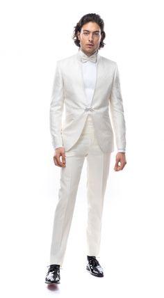Costumul are culoarea ivory, nu are revere și se poate asocia cu un brâu sau cu o vestă. Modelul din imagini se realizează la comanda manual în urma unei programări și se poate personaliza în funcție de cerințele clientului. Epiphany, Suit Jacket, Breast, Costumes, Suits, Formal, Casual, Jackets, Style