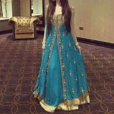 5 Dress Styles That Will Make You Look Thinner. While particular ladies wear products you see on the runway might look terrific on models, they might not look great on every woman. Bridal Mehndi Dresses, Indian Wedding Gowns, Indian Bridal Wear, Pakistani Dress Design, Pakistani Outfits, Indian Outfits, Shadi Dresses, Indian Gowns Dresses, Party Dresses Online