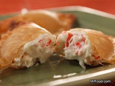 Creamy Crab Wontons are crowd-pleasing easy appetizers that are crispy outside and creamy inside. Made with versatile wonton wrappers, every bite is pure heaven, and no one will believe you made homemade wontons yourself! Empanadas, Samosas, Wonton Recipes, Seafood Recipes, Appetizer Recipes, Cooking Recipes, Seafood Dip, Fun Appetizers, Kitchen Recipes
