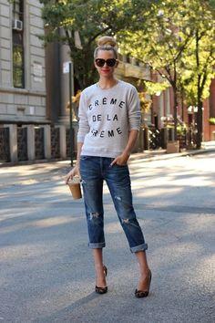 fitted graphic sweatshirt + boyfriend jean + pointy heels // @dressmeSue