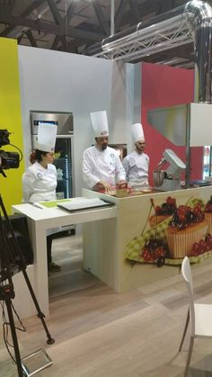 Cookies con Zefiro di Canna firmati dal maestro Stefan Krueger #cookies #Zefiro #zuccherodicanna #TuttoFood2015 #showcooking #food #recipes #event #cookies #muffin #StefanKrueger #pastry #pastrylab @CookeryLab