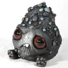 New monster sculptures by Chris Ryniak (and the last a team up with Amanda Spayd) for a show opening at Stranger Factory . Ceramic Monsters, Clay Monsters, Little Monsters, Cute Polymer Clay, Fimo Clay, Cute Creatures, Fantasy Creatures, Biscuit, Mini Monster