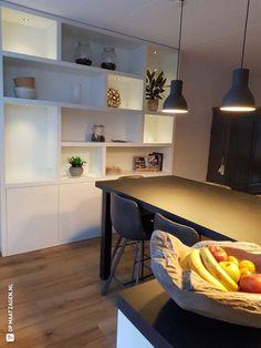 Vakkenkast met dimbaar ledverlichting zelfgemaakt - OPMAATZAGEN.nl Bookcase, Shelves, Doors, Led, Table, Furniture, Home Decor, Cooking, Shelving