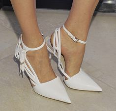 White pointed shoes
