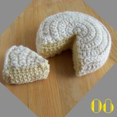 FREE PATTERN ~ C ~ WRITTEN IN FRENCH ~ Camembert is a soft, creamy, surface-ripened cow's milk cheese. It was first made in the late century at Camembert, Normandy in northern France. Crochet Diy, Crochet Amigurumi Free Patterns, Crochet Food, Knitting Patterns, Crochet Hats, Crochet Animals, Crochet Projects, Lana, 18th Century
