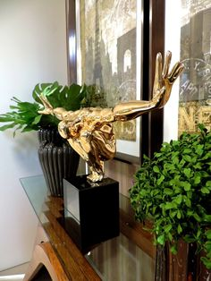 Detalhes que valem ouro! Uma bela escultura agrega valor ao ambiente.Vale o investimento . #produtomarche #decoracao  #escultura #aparador #objetosdedecoracao #marcheobjetos