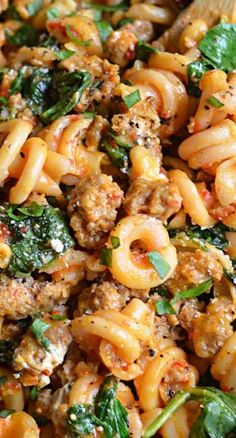 One Pot Roasted Red Pepper and Sausage Alfredo - Host The To.- One Pot Roasted Red Pepper and Sausage Alfredo (Recipe) Sausage Recipes, Pork Recipes, Pasta Recipes, Dinner Recipes, Cooking Recipes, Healthy Recipes, Veggie Sausage, Hot Italian Turkey Sausage Recipe, Pasta With Chicken Sausage