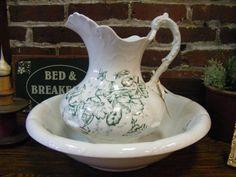 I am a huge fan of vintage wash bowl sets!!