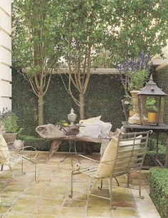 Love everything about this courtyard