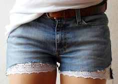 Shorts Jeans Diy Shorts Jeans Com Renda How To Make Jeans Sewing Paterns Denim Ideas Refashion Diy Fashion Diy Clothes Diy Shorts, Diy Jeans, Lace Shorts, Jean Shorts, Short Shorts, Diy Clothing, Sewing Clothes, Jean Diy, Diy Vetement