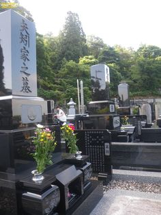 Japanese funerals last 3-4 days . First 3 days  body is in the house and everyone visits it and family can not leave it alona and the its cremated - after cremation family pick bones themselves with chopsticks ! Then family have funeral in temple