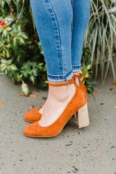 7308677b Approx heel height 3.5-4 in Tacones Altos De Ante, Zapatos Bonitos, Tacones
