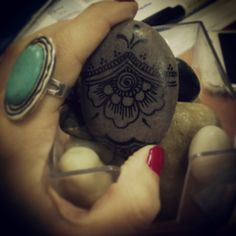 #sea #pebble #tattoo #art #hennainspire #flower #power #flowerpower #rockon #smartchoice #oversizedring #overdo #boho #cute #graphics #ink #blackmarker #decorate #homedecor #summer #mustgoon