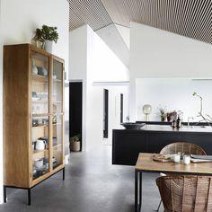 Housedoctor Kabinetkast Cosmo naturel bruin hout metaal glas 120x40x225cm - wonenmetlef.nl