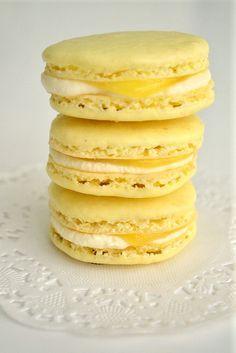 <3  Lemon Macarons