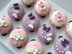 Narozeninové cupcakes Brownie Cupcakes, Mini Cupcakes, Red Velvet, Muffins, Cheesecake, Sweets, Desserts, Food, Anna
