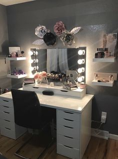 Room decor - 44 awesome teen girl bedroom ideas that are fun and cool 22 Cute Room Decor, Teen Room Decor, Ikea Teen Bedroom, Master Bedroom, Bedroom Small, Diy Bedroom, Bedroom Furniture, Bedroom Decor Glam, Makeup Furniture