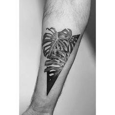 Nature, sculpture, géométrie, la formule encrée du tatoueur Pawel Indulski ! Venez voir les créations de ce tatoueur délicat.