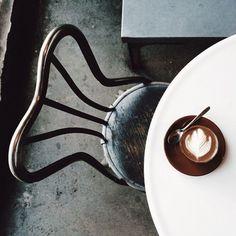 Cappuccino and Cafe Chair I Love Coffee, Coffee Break, Morning Coffee, Restaurants, Coffee Photography, Food Photography, Coffee Spoon, Latte Art, Chocolate Coffee