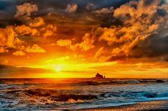 Sunset at Rialto Beach, WA. War Photography, Types Of Photography, Aerial Photography, Landscape Photography, Strand Wallpaper, Sunset Wallpaper, Wallpaper Backgrounds, Wallpaper Art, Desktop Wallpapers