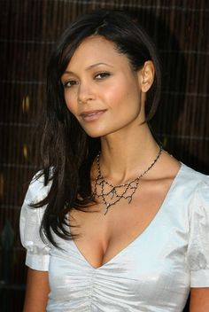 Thandie Newton Photos - Actress Thandie Newton arrives at the Serpentine Summer party on July 2007 in London, England - Serpentine Gallery Summer Party Thandie Newton, Zoe Saldana, Dangerous Woman, British Actresses, Celebrity Look, Timeless Beauty, Beautiful Black Women, Beautiful Celebrities, Face And Body