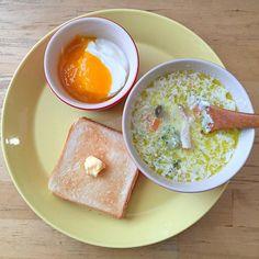 前日のスープ(ベーコンと野菜たっぷりクリームスープ)、トースト、ヨーグルト(みかんジャム) - 9件のもぐもぐ - 平日の朝ごはん by lottarosie