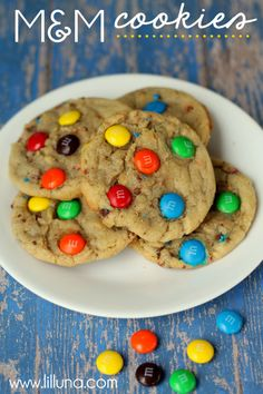 The BEST M Cookies recipe. Quick and easy! Recipe on { lilluna.com } #cookies