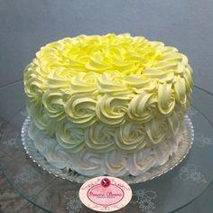 White Birthday Cakes, Cake Decorating, Decorating Ideas, Birthdays, Bolo Fake, Desserts, Alice, Food, Round Birthday Cakes