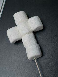 Marshmallow crosses for baptism favors. Can be used for communion favors too! Maybe better with mini marshmallows. Decoration Communion, Communion Centerpieces, First Communion Decorations, First Communion Party, First Holy Communion, Shower Centerpieces, Boy Baptism Decorations, Communion Party Favors, Cadeau Communion