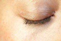 Your eyelids are part of a ring of muscle, or the orbicularis oculi, which encircles your eye. This muscle allows you to open and close your eyes. Your eyelids may start to droop due to various factors, which include aging, long-term lifestyle habits and heredity. Exercises can help to tone your eyelids, making your eyes appear larger and more...