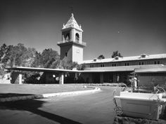 El Mirador Hotel, Palm Springs, CA. Opened 1926, redesigned by Paul R. Williams, 1952. Photograph: Julius Shulman.