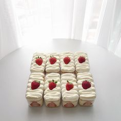 Dessert Packaging, Bakery Packaging, Cafe Food, Food Menu, Cute Desserts, Dessert Recipes, Love Eat, Yummy Food, Good Food