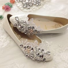 Spring and summer beautiful handmade lace flower rhinestone bridal shoes bridesmaid shoes flat heel white wedding shoes $33.41 LOVE!