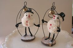 Super cute snowmen in little wire cages By Heide M of All Good Wishes valentine crafts, pom poms, pipe cleaners, bell ringers, snow, bells, creation idea, wire art, heid murray