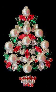 Jewelry Tree, Jewelry Crafts, Vintage Rhinestone, Vintage Brooches, Jeweled Christmas Trees, Flower Brooch, Brooch Pin, Christmas Jewelry, Vintage Costume Jewelry