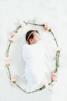 Newborn photography|newborn spring photoshoot|newborn baby girl|floral wreath