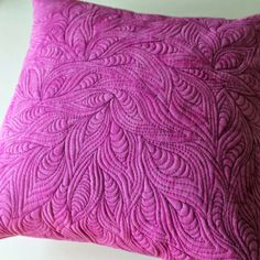 Beautiful free-motion quilting turned into sweet pillows source: Jana Dohnalová. - Beautiful free-motion quilting turned into sweet pillows source: Jana Dohnalová: Again a little qu - Machine Quilting Patterns, Longarm Quilting, Free Motion Quilting, Quilting Tips, Quilting Tutorials, Quilting Projects, Quilt Patterns, Modern Quilting, Whole Cloth Quilts