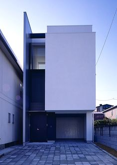 Narrow modern home Japan //