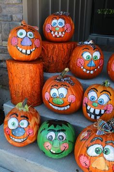 Halloween is less than ten days away. It's time for Halloween decorations. In this season, it's the ripe season for pumpkins. Pumpkin is an indispensable decoration for Halloween. It can beautify your family and Halloween table. Pumpkin Art, Pumpkin Crafts, Fall Crafts, Pumpkin Carving, Holiday Crafts, Holiday Fun, Holidays Halloween, Fall Halloween, Halloween Crafts