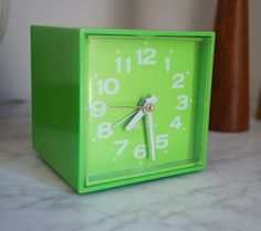 Vintage Plastic Cube Clock Mod Mid Century Green Minicube 1960s Square Lime Fluorescent Alarm Electric Time Seth Thomas Flower Power Groovy
