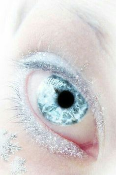 Those contacts look awesome for an Ice Queen Beautiful Eyes Color, Pretty Eyes, Cool Eyes, Aesthetic Eyes, Blue Aesthetic, Snow Queen, Ice Queen, Pastell Make-up, Crazy Eyes