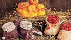 Knitting Patterns You Have to Knit Adorable is an understatement for these baby booties.Adorable is an understatement for these baby booties. Knitting Patterns Boys, Baby Boy Knitting, Free Knitting, Knitting Projects, Crochet Patterns, Knitting Ideas, Knit Baby Booties, Free Baby Stuff, Baby Hats