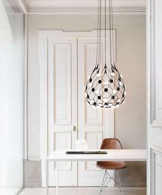 Bei uns ist wieder ein neuer innovativer #Leuchtentraum eingetroffen: die SMARTE Mesh Leuchte von Luceplan. Mesh ist ein Aufsehen erregendes und hoch innovatives Lichtprojekt.  Mithilfe einer App kann man mit der Leuchte kommunizieren und verschiedene Licht-Szenarien kreieren. French Country Bedrooms, Home Office Lighting, Led Ceiling, Transparent, Design Awards, Pendant Lamp, Design Projects, Frankfurt, Showroom